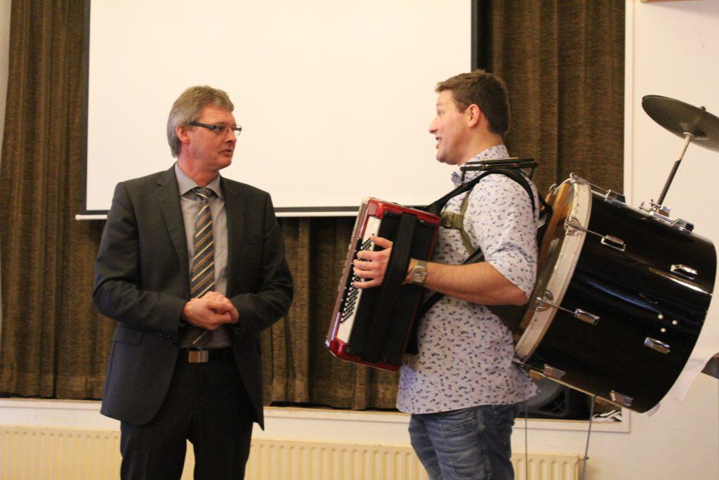 Bürgermeister Arno Asmus (links) und Philipp Scheel - Foto: Helga Böwadt